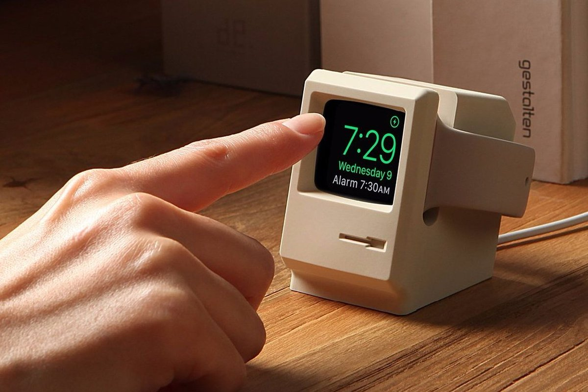 #Geek Awesome of the Day: Miniature #Macintosh #elago W3 Stand for #AppleWatch 1&2 by @iamelago v @loeve01 #SamaGeek