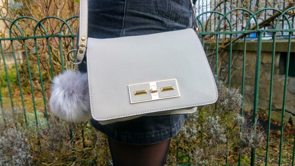 Ce petit #sac gris a été shoppé par @MissGlamazone pour 12€ dans son magasin #babou  http:// buff.ly/2igysbK  &nbsp;  <br>http://pic.twitter.com/2g6tXEZiLn