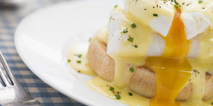The Easy Guide To Making Eggs Benedict