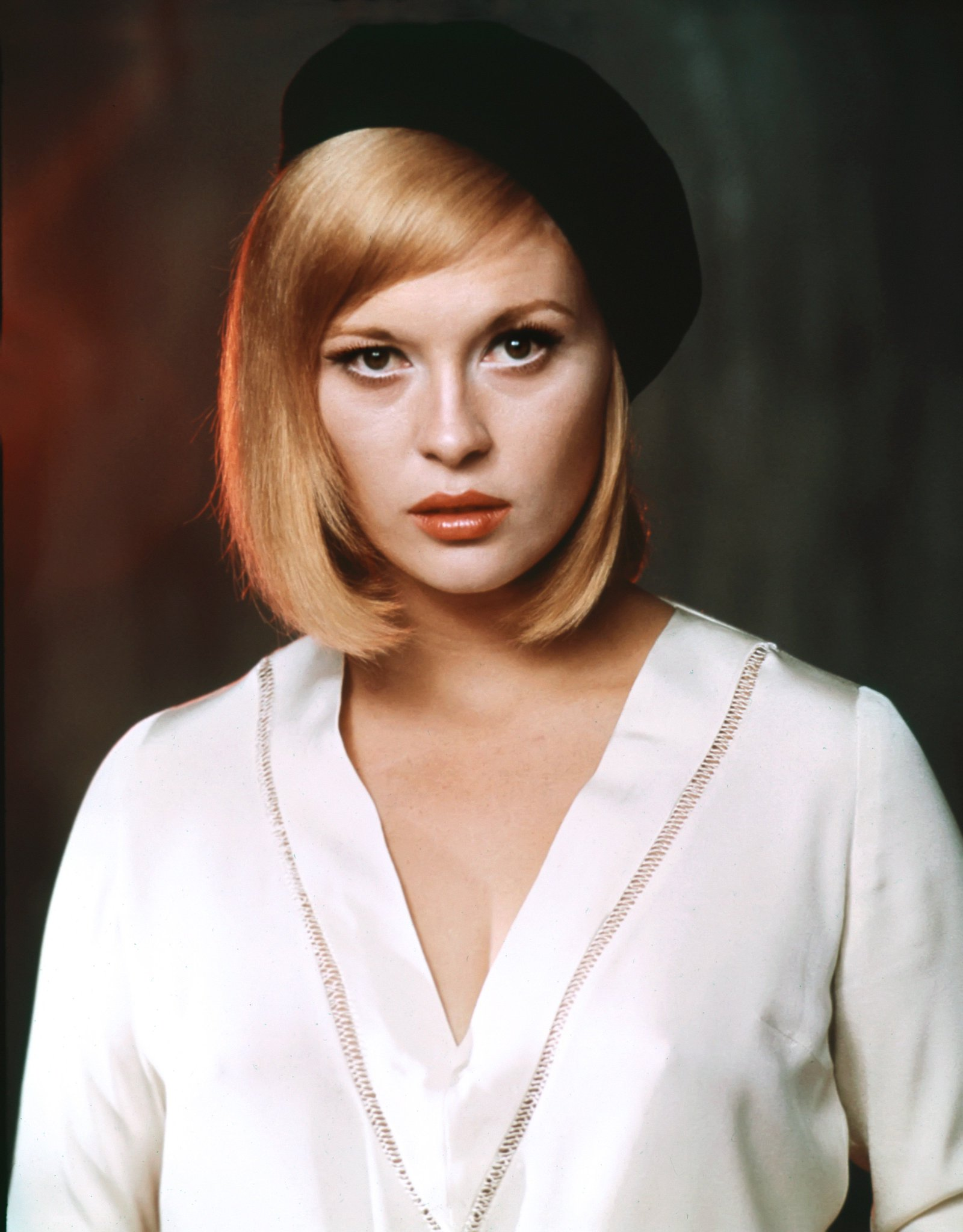 Happy Birthday, Faye Dunaway! Born 14 January 1941 in Bascom, Florida