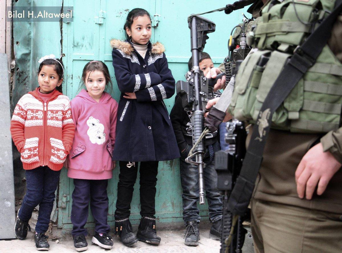 Израиль нарушает международное право, арестовывая детей.
