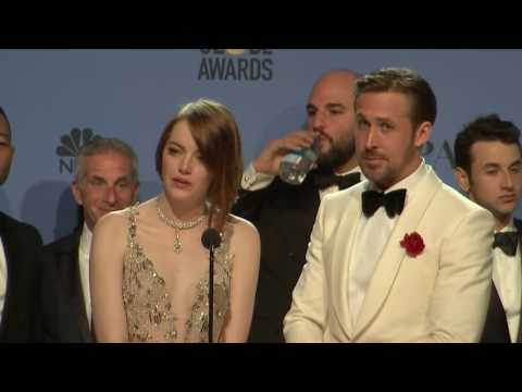 #Ryan #Gosling, #Emma #Stone &amp; La La Land - #Golden #Globes #2017 - #Full #Backstage Interview  http:// sharewww.com/DlR0R  &nbsp;  <br>http://pic.twitter.com/YHXdgTsh42
