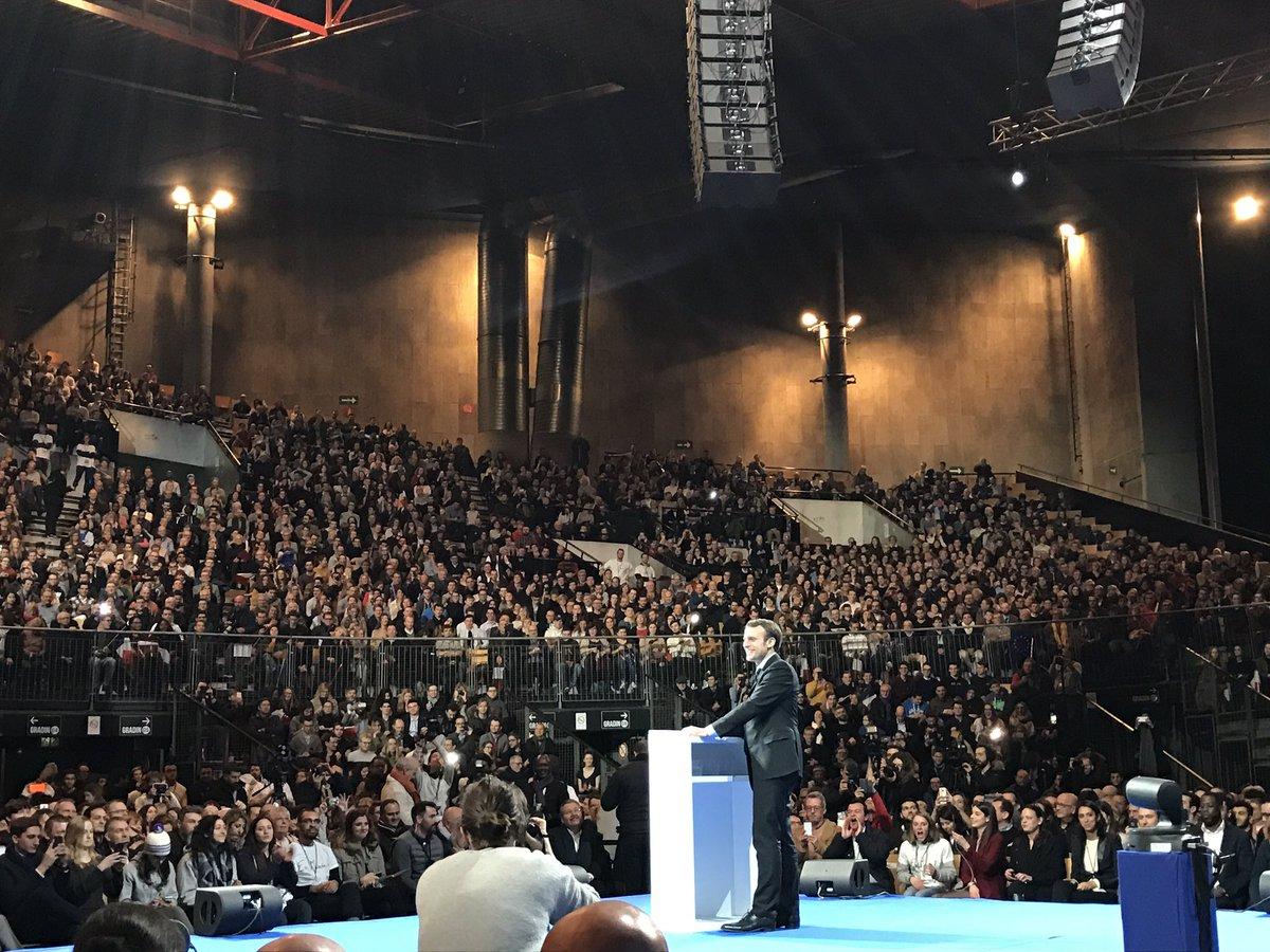 .@EmmanuelMacron: &quot;Je souhaite que le droit au chômage devienne un droit universel !&quot; #MacronLille #macron2017 <br>http://pic.twitter.com/oyQJSAc77T