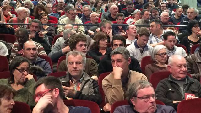 Pour remplir le Zénith de #MacronLille il fait venir des gogos de toute la France alors qu&#39;à  #JLMLEMANS c&#39;était des gens de la  Sarthe. <br>http://pic.twitter.com/h6TV8WFYWd