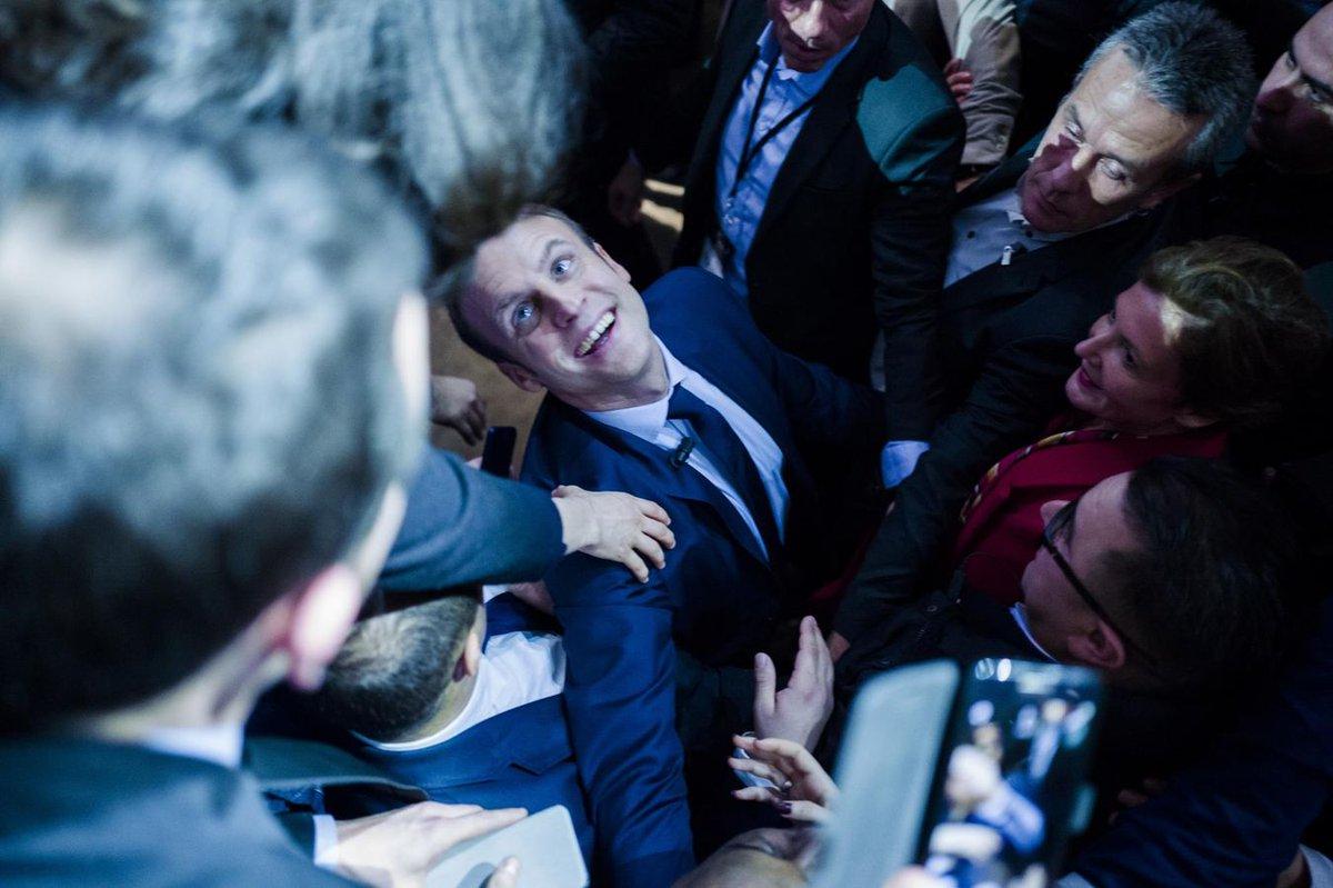 Macron, une histoire montée de toutes pièces. Une production signée Rothschild ! #MacronLille #macron #macron2017 #rothschild #banque<br>http://pic.twitter.com/3XZgmUsX2V