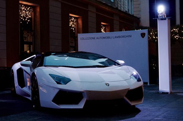 Collezione Automobili Lamborghini Fall-Winter 2017/18 at Milan Fashion Week tonight  #Lamborghini #luomovogue