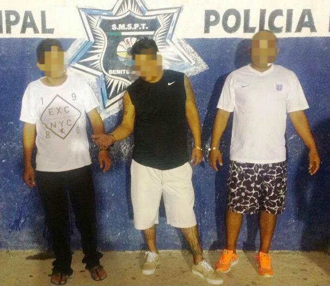 DETIENE LA POLICÍA MUNICIPAL DE INMEDIATO A TRES SUJETOS QUE ROBARON EN UN OXXO