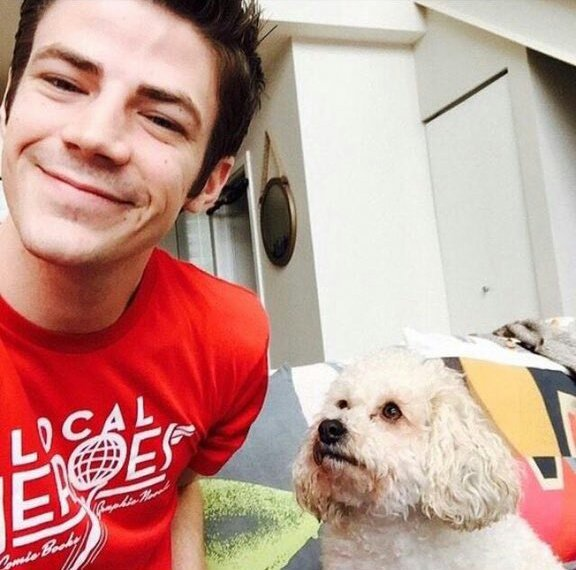 Grant Gustin inventou a fofura  HAPPY BDAY GRANT FROM BRAZIL