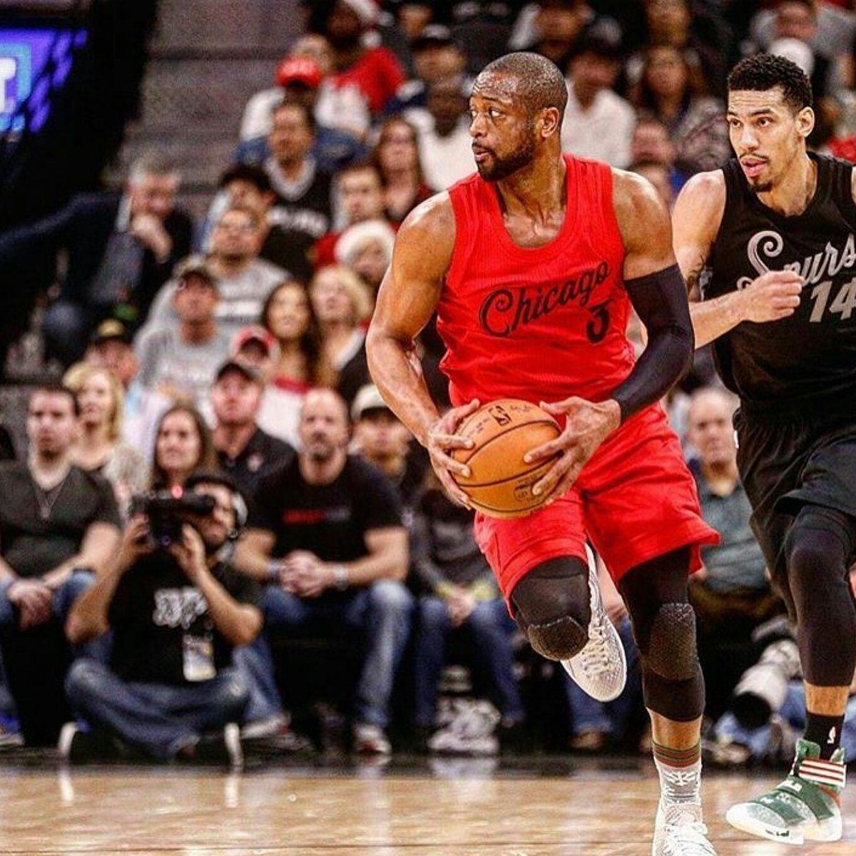 @DwyaneWade #NBAVOTE #NBA #AllStar #Chicago #ChicagoBulls #Basketball Please #retweet https://t.co/9EPcigcWXb