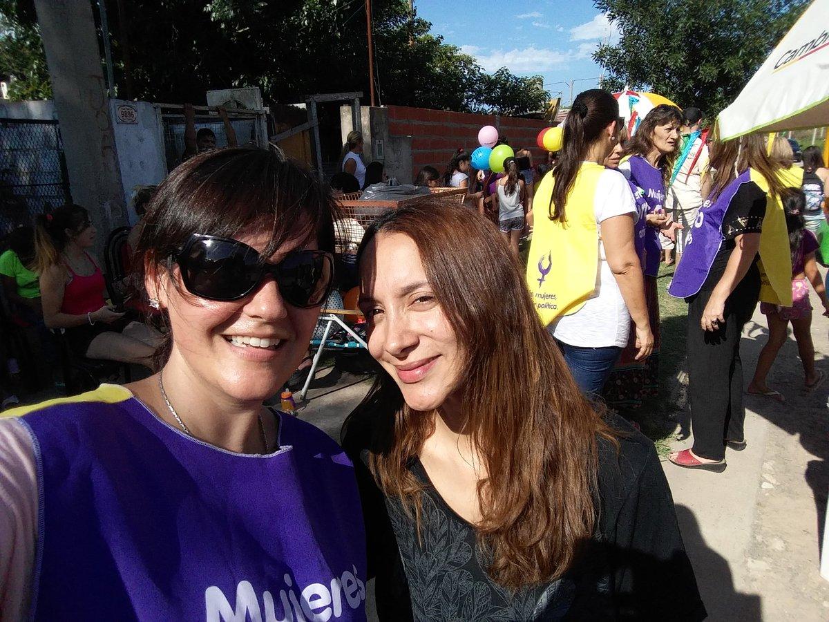 #ReyesMagos junto a #ProMujeresRosario en Barrio Molino Blanco  @JBonifacio @MarceBerard @marixacasella @rozanichelli @KeslerGabriela<br>http://pic.twitter.com/dycRwUIHxL