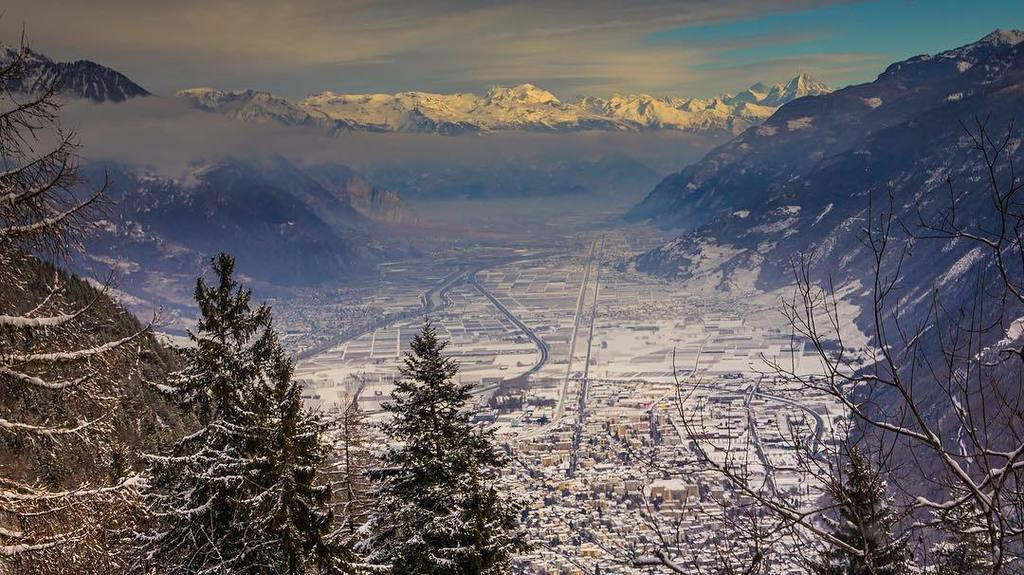 test Twitter Media - Looking out across Martigny #martigny #thealps #switzerland #mountains #scenery #vista #holiday #alps #alpine #town… https://t.co/l3IuWhIs51