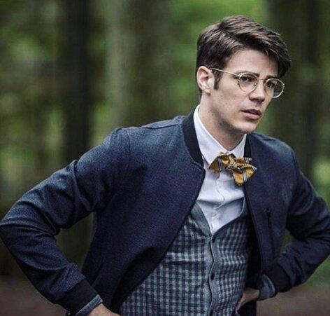 Eu de óculos fico um cocô,mas Grant Gustin é Grant Gustin Não é mesmo? HAPPY BDAY GRANT FROM BRAZIL