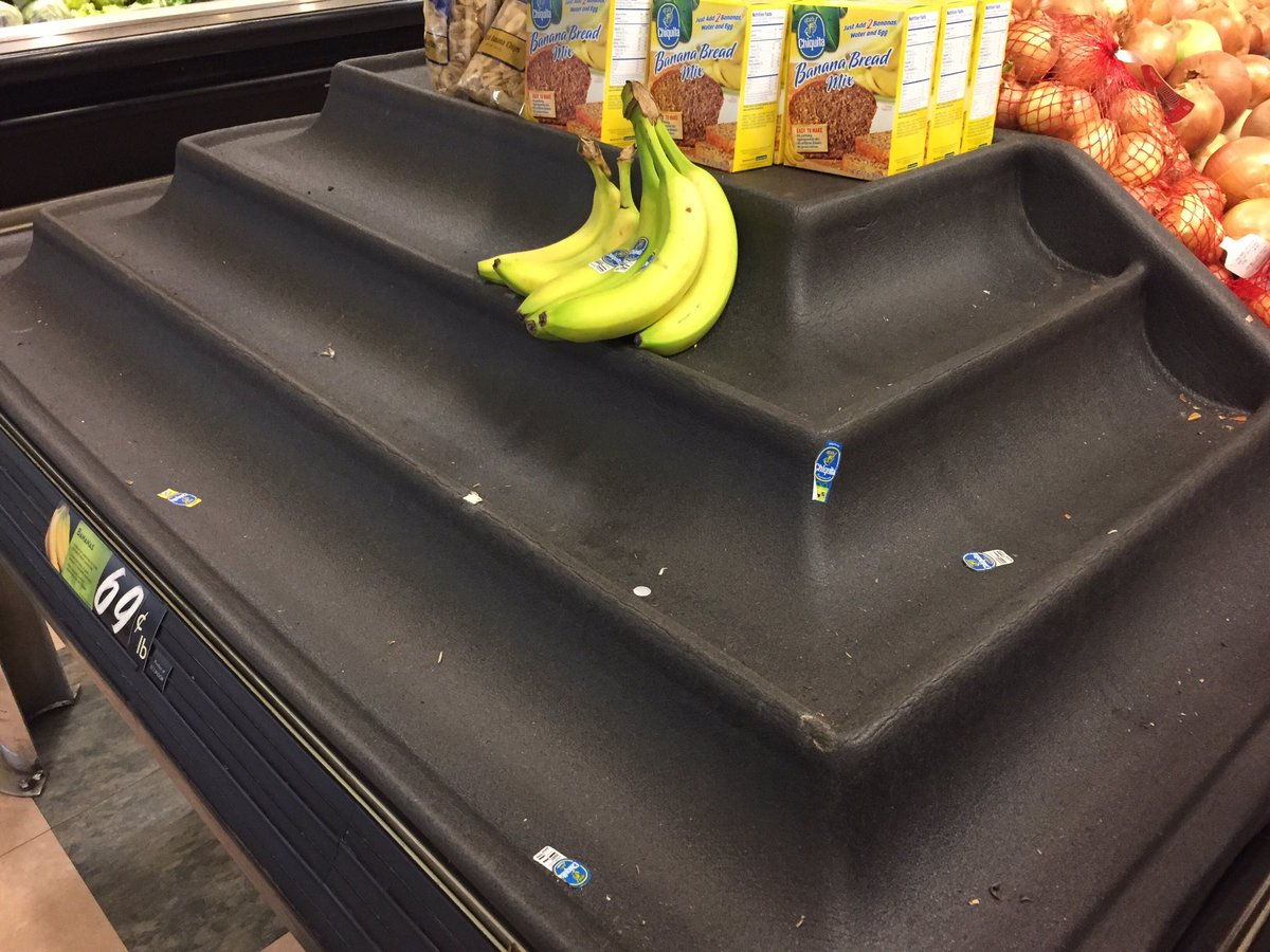 Who knew there&#39;d be a run on bananas during #Snowmageddon? #pdxtst <br>http://pic.twitter.com/XKtQIaB6YT