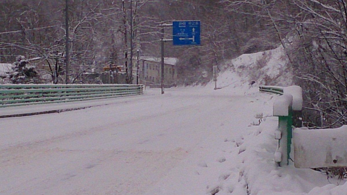 """ないまん su Twitter: """"長野原の国道145号も圧雪路。こっちのほうが雪 ..."""