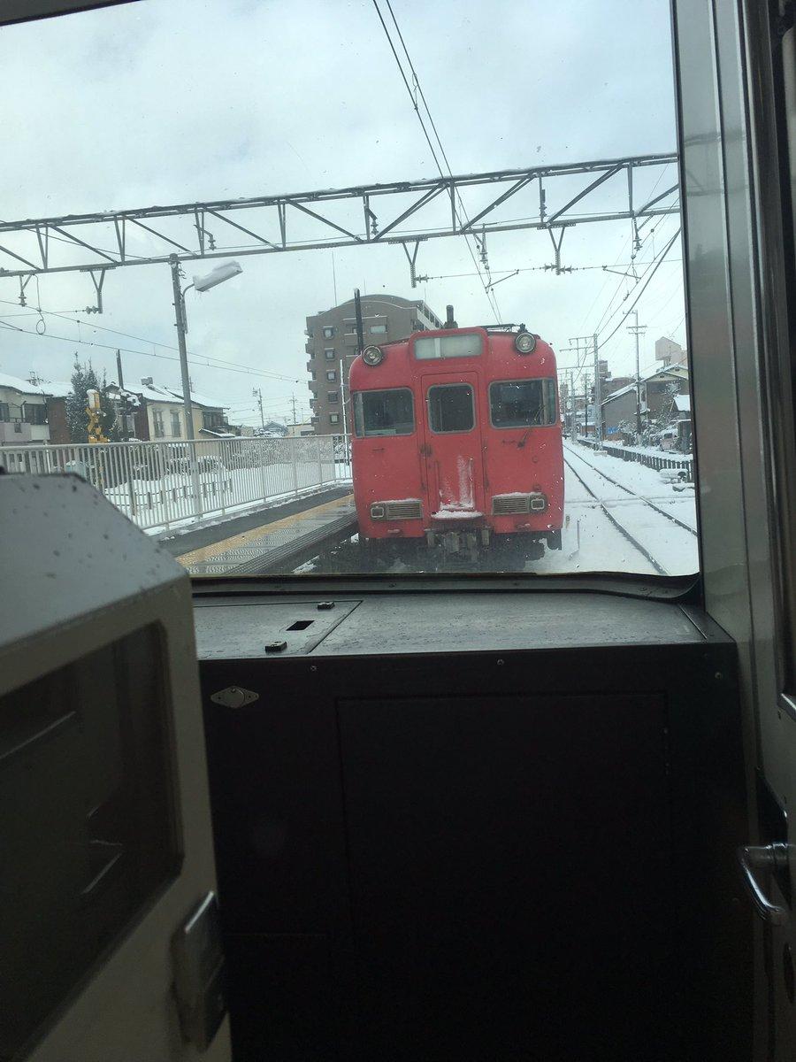 名鉄甚目寺駅から発車直後に、連結が外れた。 pic.twitter.com/CIxdLGGYNJ