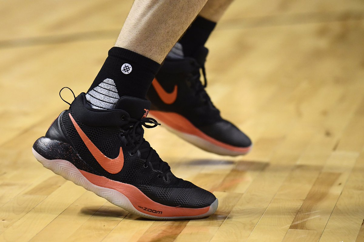 6397041f5107 The nike zoom rev 2017 pe for  devinbook is 🔥 39 points 3 👌🏼 pointers -  scoopnest.com
