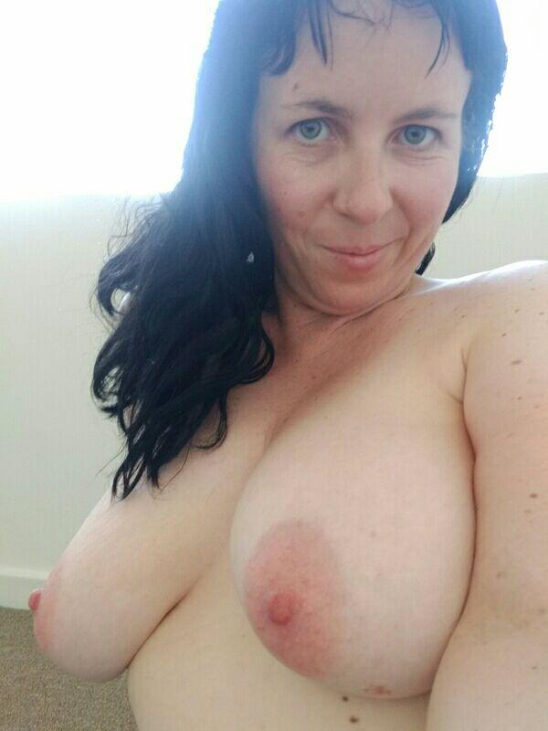 Nude Selfie 10299