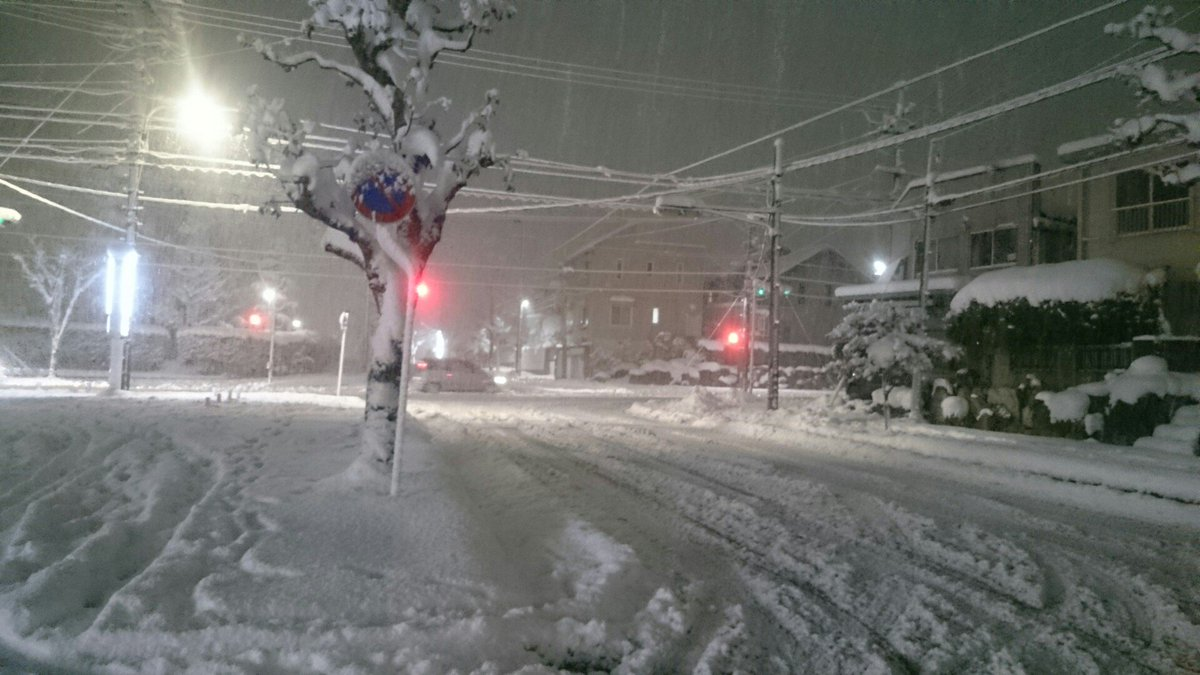 四日市市内また吹雪始めた https://t.co/ZWw0Zoca84