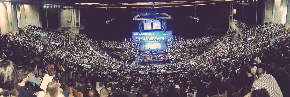 Pendant que #valls2017 annule ses meetings faute de participants, #macron2017  réunit une  de 5000 progressistes. #MacronLille #EnMarche<br>http://pic.twitter.com/BYIqgPm88b