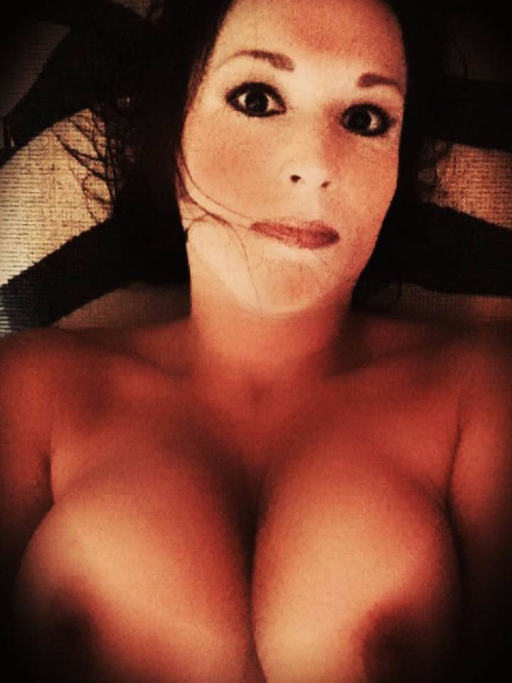 Nude Selfie 10316