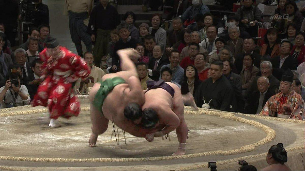 とても珍しいお相撲での一本背負い 豪風 #大相撲初場所 https://t.co/QTqNCfQr6D