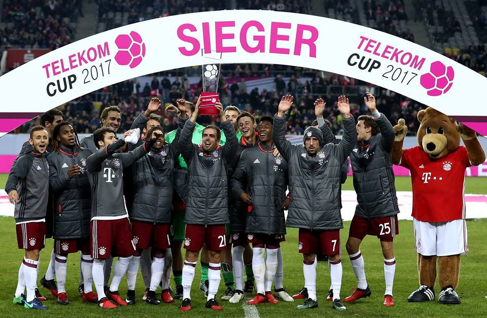 Good morning from the 2017 #TelekomCup winners! #MiaSanMia ?? https://...