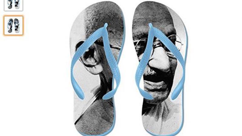 le ciabatte da spiaggia con la faccia del Mahatma Gandhi su Amazon