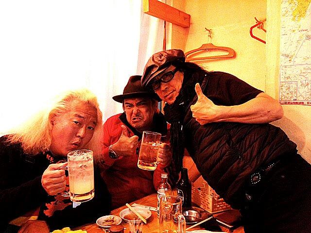 X.Y.Z.→AのFC新年会を渋谷でやった後、超久しぶりにこの3人で飲んだ!昼間から飲むのお酒は美味しいね! https://t.co/YohaXwfl3f