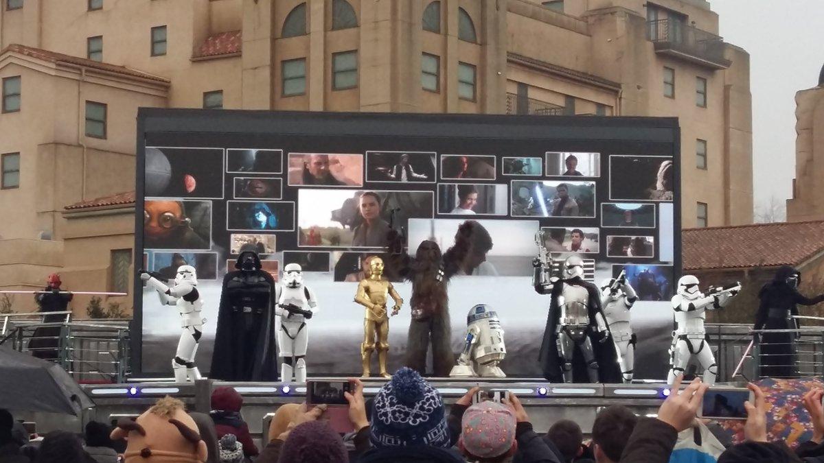 Les personnages de la galaxie Star Wars vous attendent à #DisneylandParis ! #SeasonOfTheForce #facetheforce<br>http://pic.twitter.com/zzeN3q4NDX