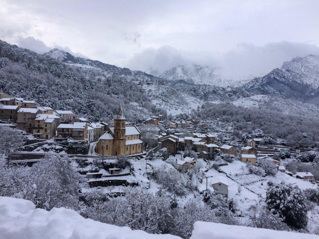 #Vivario sous la #neige, ce soir dans le jt de 20h de #france2 #corse<br>http://pic.twitter.com/mAsa0F52wx