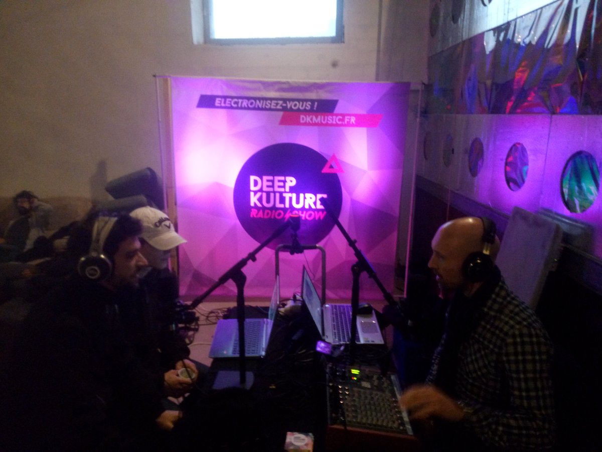ON AIR !  #radioshow  http://www. dkmusic.fr  &nbsp;   #vinylevillage3 #recordshop #paris #hiphop #housemusic #techhouse #techno #deeptechno<br>http://pic.twitter.com/InmikeTKvQ