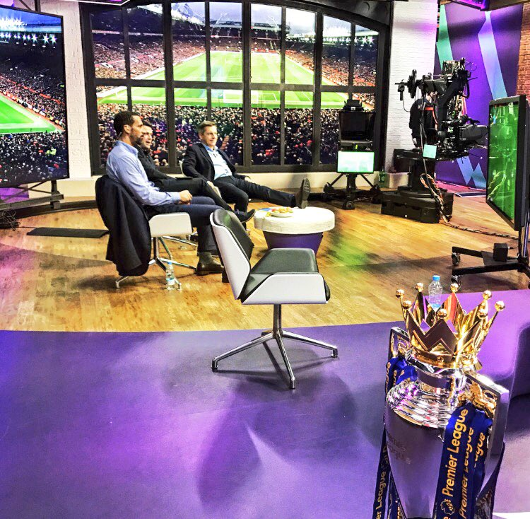 The setting at @premierleague TV studios with @themichaelowen .... even start to the game..!! Come on #MUFC https://t.co/pzbDZVttwR