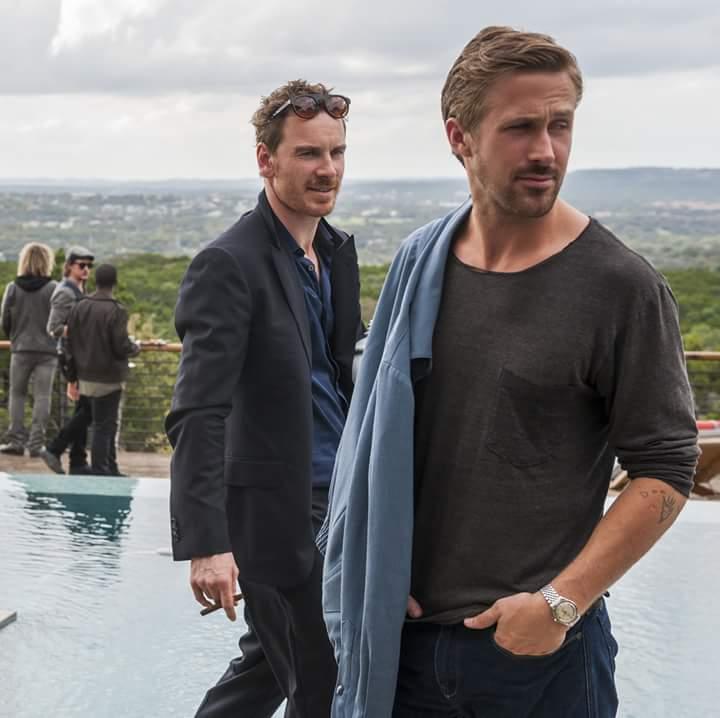Un défibrillateur est demandé, je répète un défibrillateur est demandé DE TOUTE URGENCE ! #Gosling #Fassbender<br>http://pic.twitter.com/x0IzQHt2kO