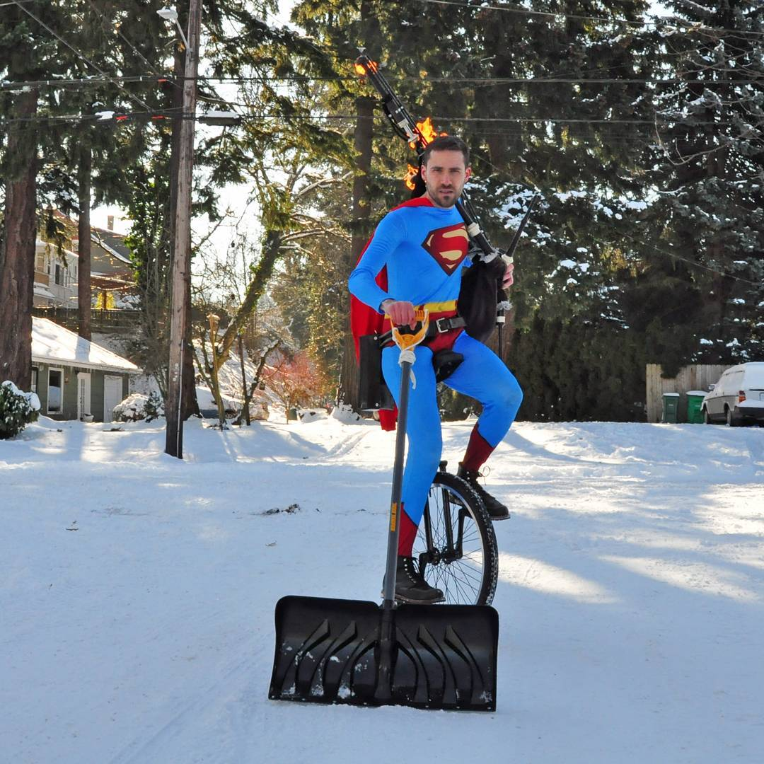 The hero Portland deserves, but not the one it needs right now. #SundayMorning #snow #portlandSnow #Portland #pdx #PDXSnowpocalypse #pdxtst<br>http://pic.twitter.com/PYK1CokAh3