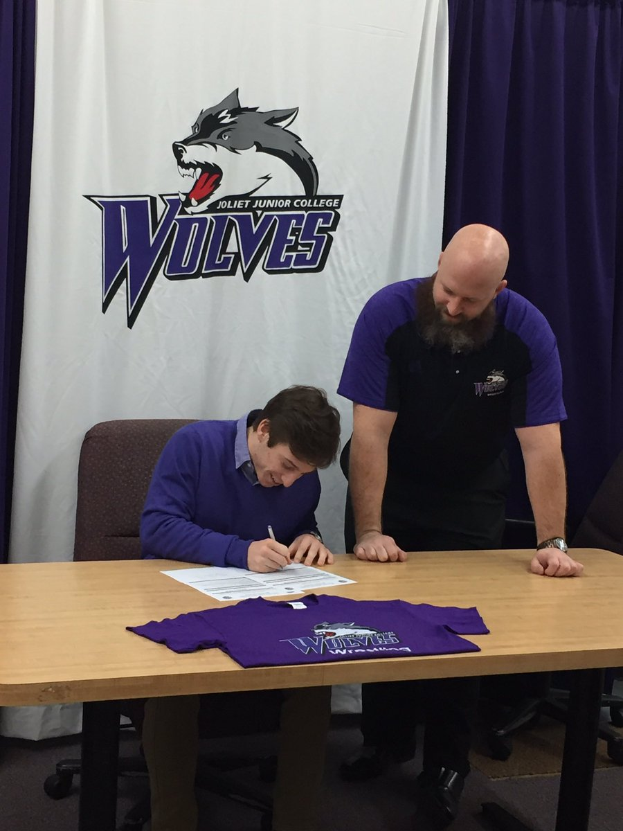 First wrestling signee in 30 years. Thank you to everyone who has me helped me along my journey. #Wolves <br>http://pic.twitter.com/BKDdwkqraV