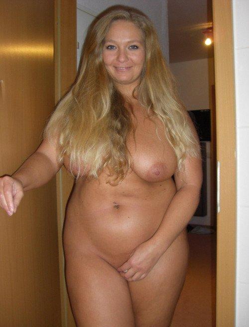 Упитанная голая дама