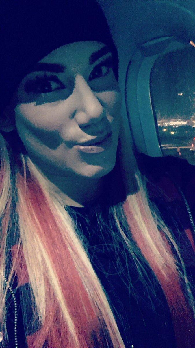 Yaaaaaaaaa me quiero bajar del avionnnnnnnn  @LadyShaniAAA @OscAAArDG @KAHNMAL #Leve <br>http://pic.twitter.com/rxjX0ts95b