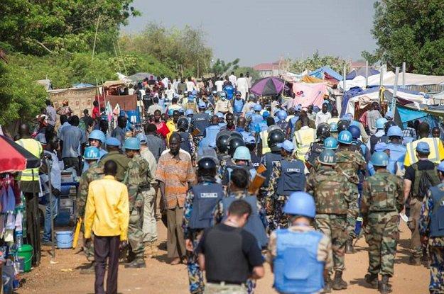 Soudan du Sud : l&#39;#ONU confirme la poursuite des discussions sur la Force de protection régionale  http:// bit.ly/2iB9J0p  &nbsp;   @unmissmedia #UNSC <br>http://pic.twitter.com/LKCaTKfljM
