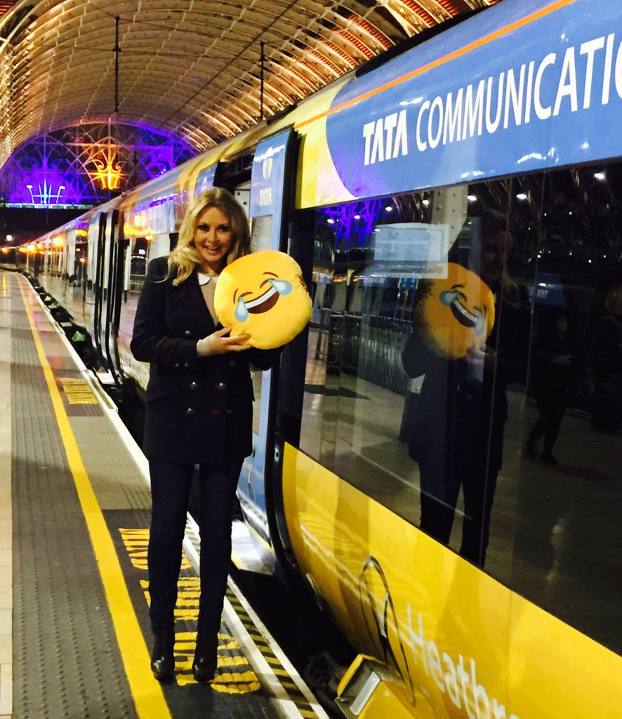 Happy Monday everyone.....and you @heathrowexpress...smiling at Paddington early this morning x #ad https://t.co/kQR2hT3bAY