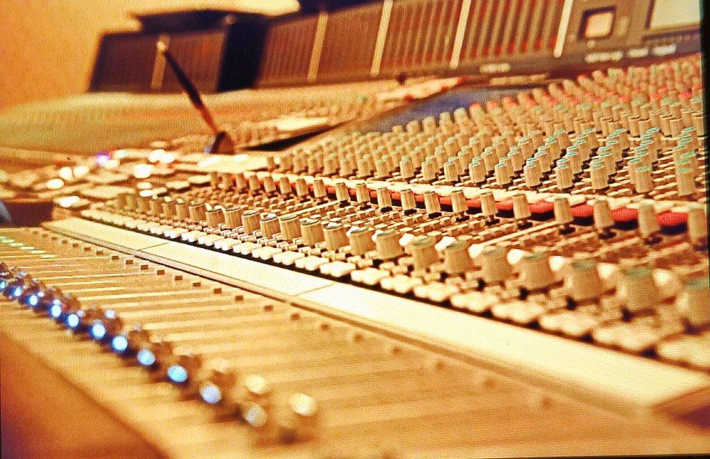 Only a couple knobs to play with today LOL @IamNikkiPhoenix @JackeldPhoenix @IAMVLADLUX @IamChip_E #work #music #edm  #edmfamily #housemusic<br>http://pic.twitter.com/OSNHOHw5Z3