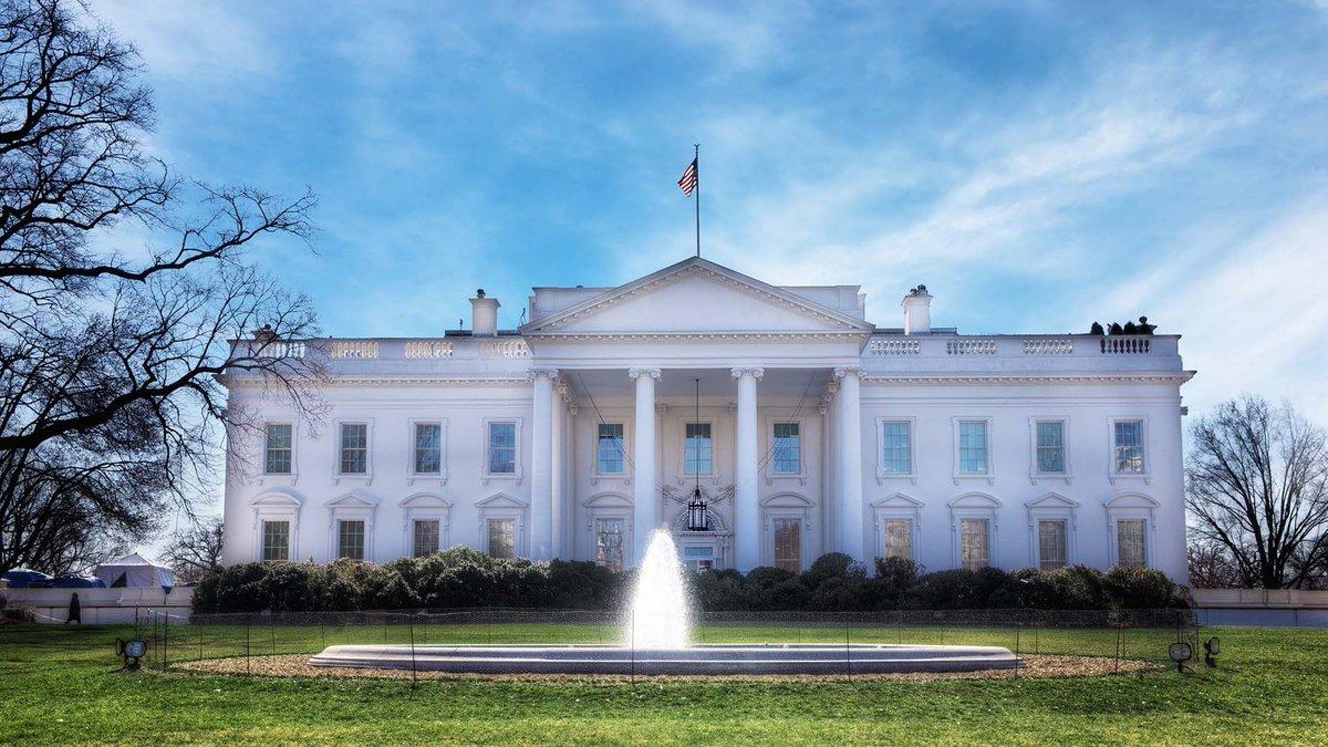Barack et Michelle #Obama utilisent la #VR pour saluer une dernière fois les USA  http:// buff.ly/2izDPRY  &nbsp;   #politique @Numerama<br>http://pic.twitter.com/Gk49BYOZ9q