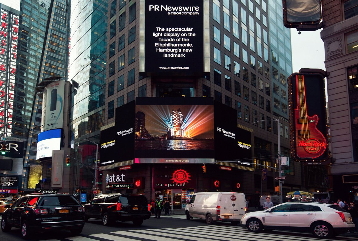 So thrilled! Our light show made it to the Times Square. 😁 #elbphilhar...