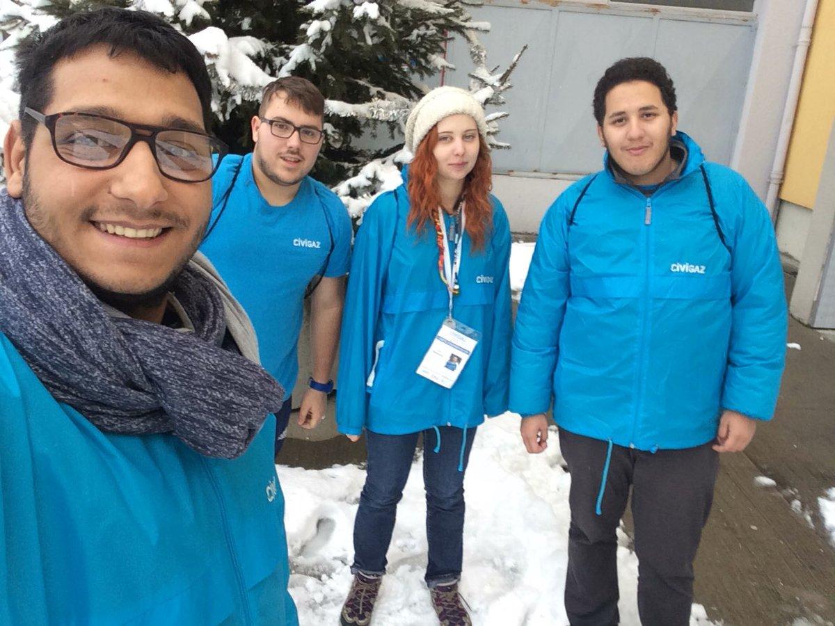 Même avec la neige les volontaires sont motivés @civigaz42  #Hiver #neige @ServiceCivique <br>http://pic.twitter.com/nfg4MdaBrH
