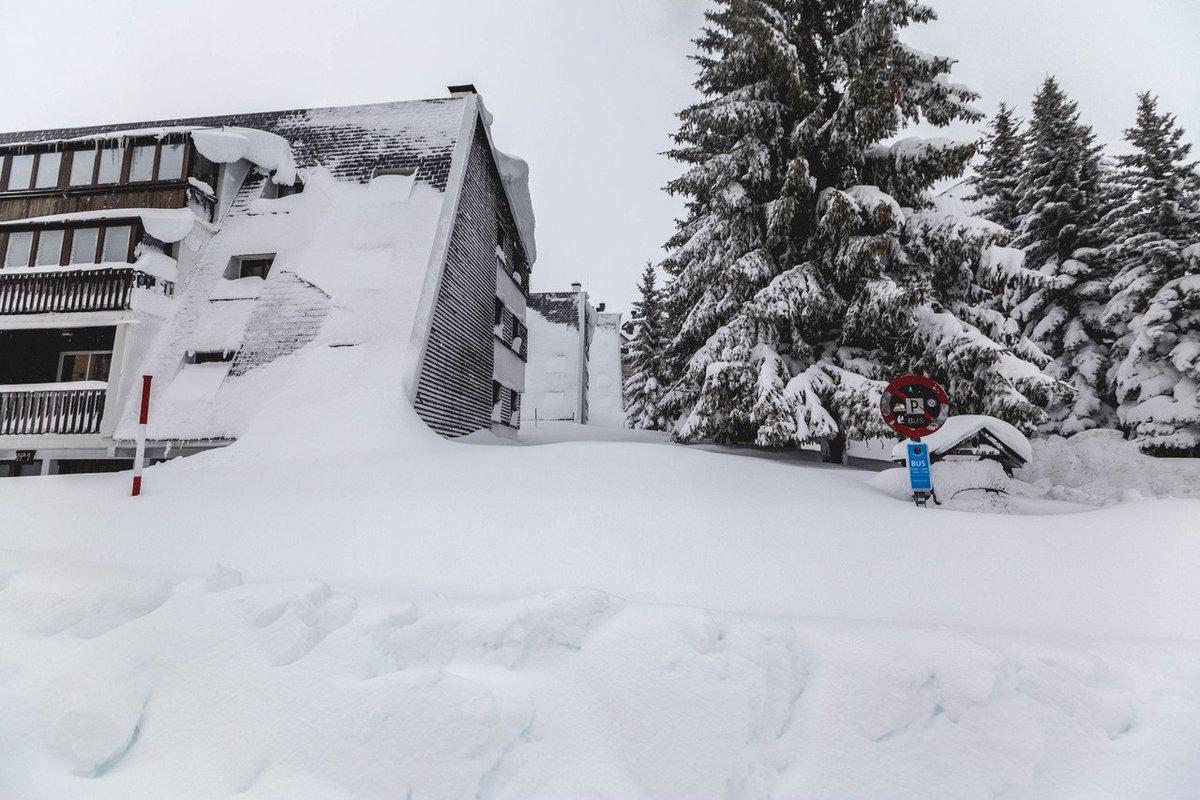 ULTIMA HORA desde @astun_candanchu 😲😲😲Impresionantes imágenes de la nevada ➡️https://t.co/m2JqaKhIW3