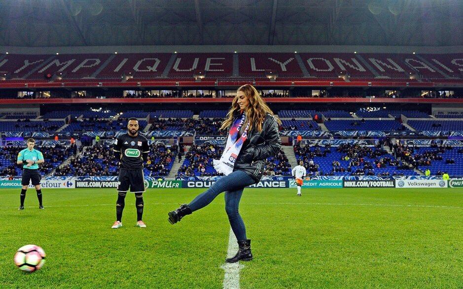 Jean-Michel #Aulas : &quot;Tout porte à comparer Alex #Morgan à #Beckham. Elle a le charme, c&#39;est une très belle joueuse&quot;<br>http://pic.twitter.com/Cl9JhQdTAd