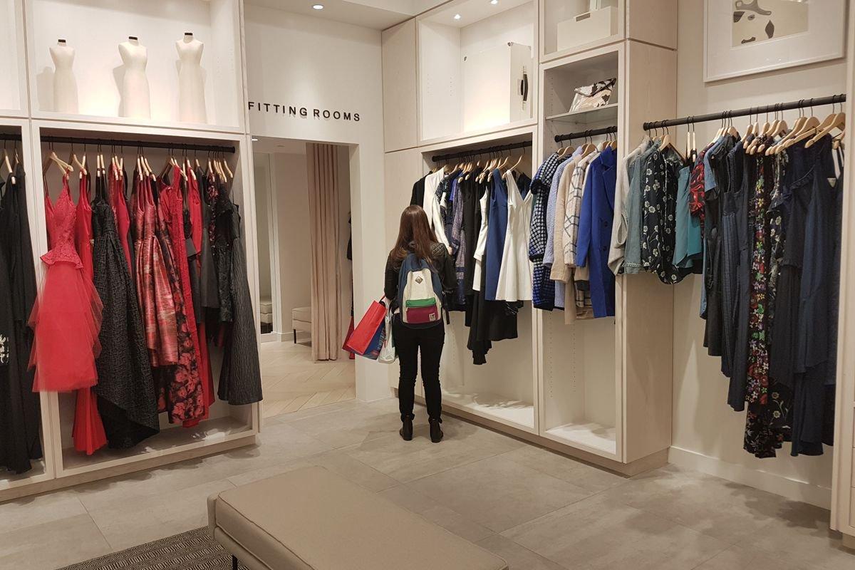 #NRF17 @RenttheRunway, la location de vêtements de designers en ligne ou en magasin #digital #retail  http:// buff.ly/2jgKeAf  &nbsp;  <br>http://pic.twitter.com/Q5zHrZi4IR