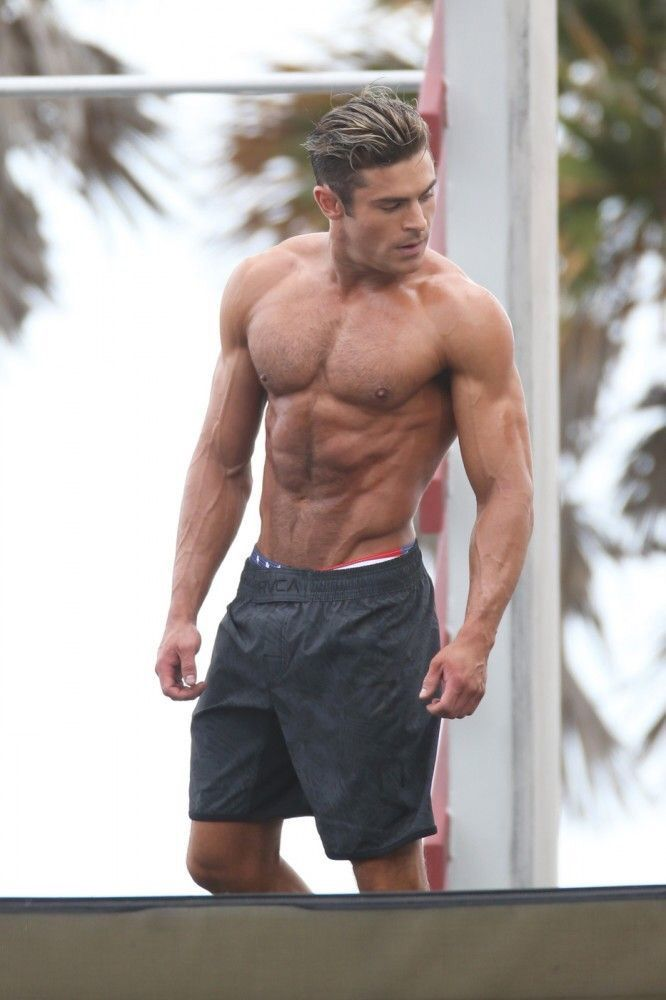 Zac Efron's Sexiest Shirtless Photos