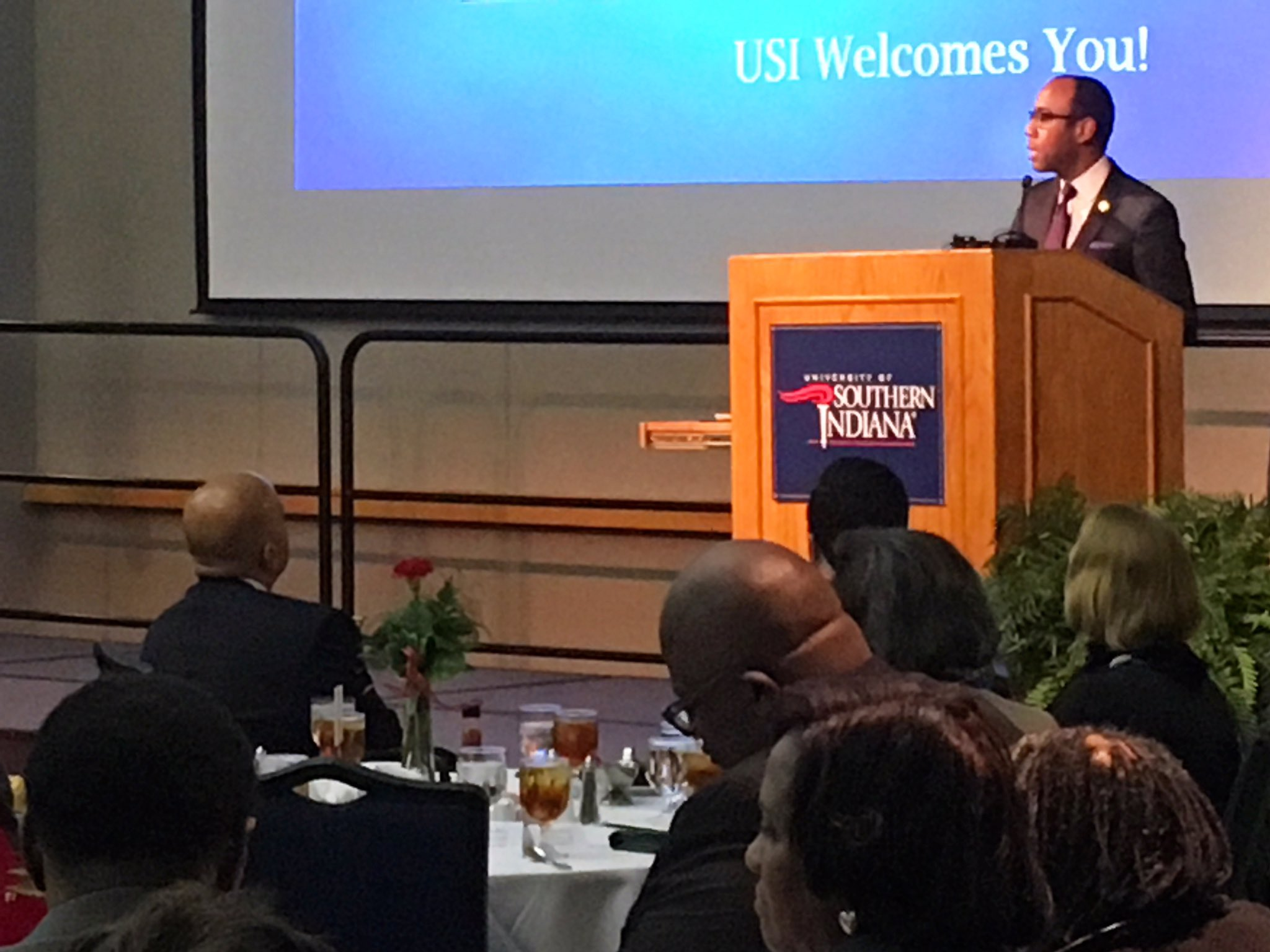 Welcome to Evansville and welcome to USI, @CornellWBrooks #USIMLK https://t.co/voIHTAwbJA