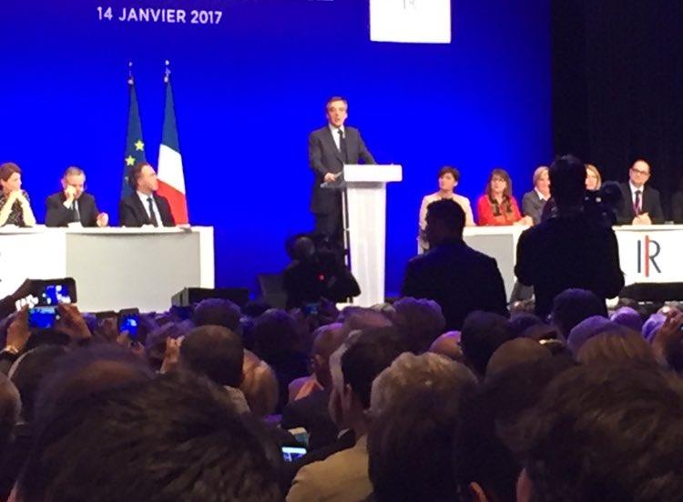#CNlesRépublicains nous rappelle la forte mobilisation autour de @FrancoisFillon : #ferme, #clair &amp; #déterminé pr redresser la #France ! 2/3<br>http://pic.twitter.com/o1ZGSiXwXJ