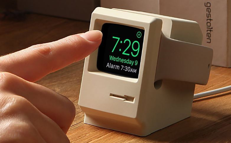 elago channels a retro macintosh for this apple watch stand https://t.co/HaxpgLyvHD https://t.co/gkf27QfCrC